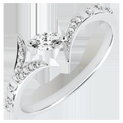Pierścionek Tajemniczy Las - Mały model - złoto białe 9-karatowe i diament w kształcie łezki